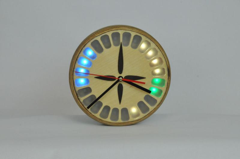 Raspberry Pi-powered, Google Calendar-aware clock with added